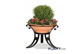 fioriera-per-spazi-pubblici-in-terracotta-e-metallo-h140155